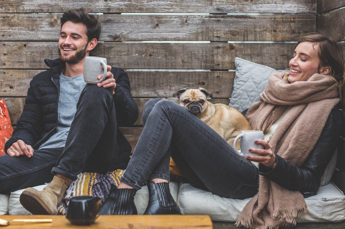 Single mit Hund - Paar mit Mops